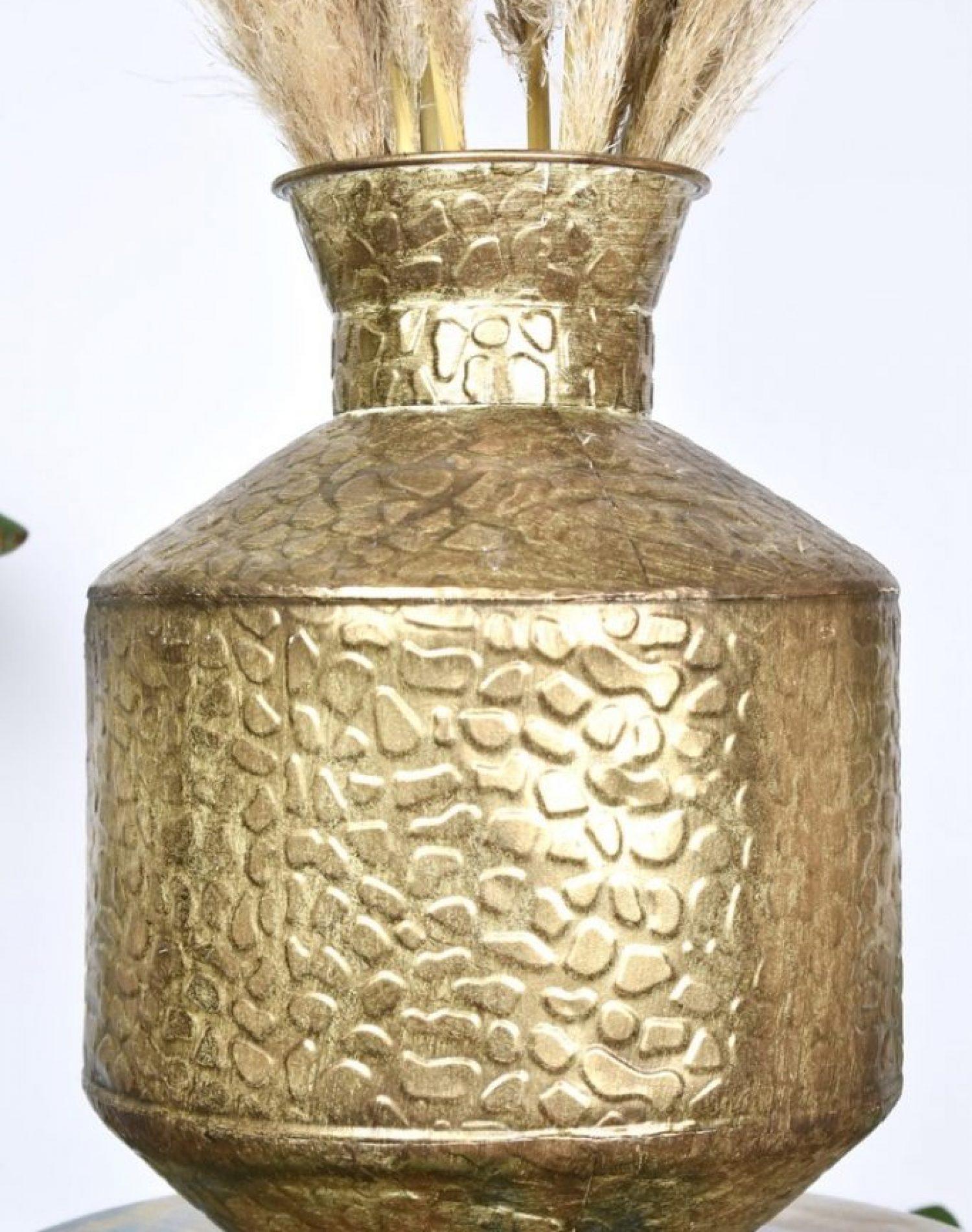 gouden vaas voor droogbloemen