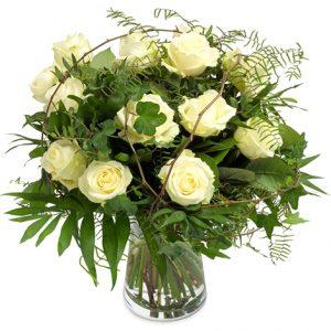 Rond boeket witte rozen