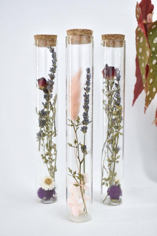 cadeautje met droogbloemen