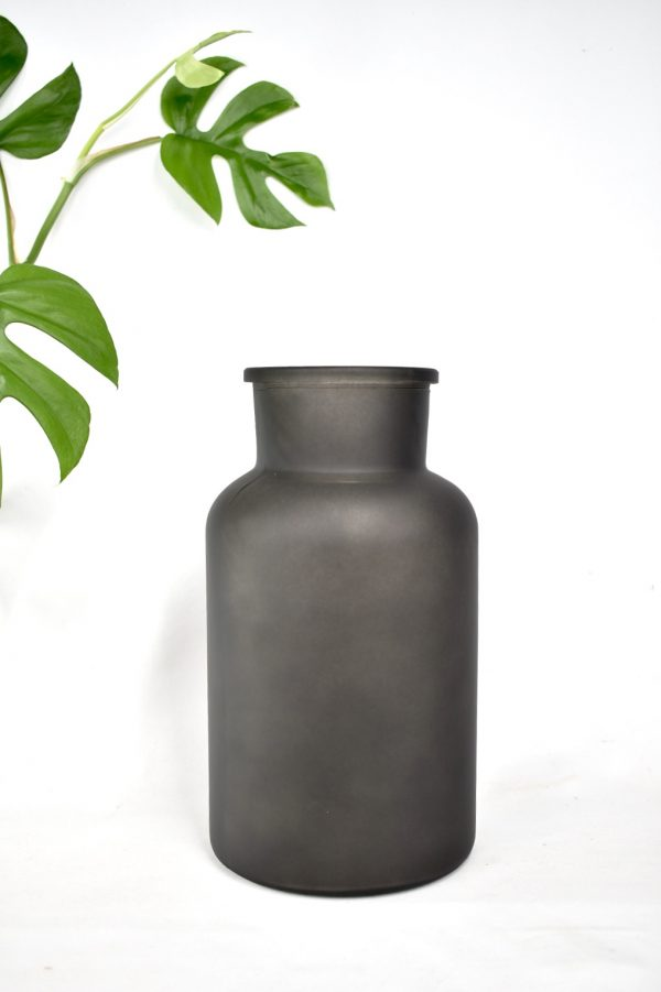 vaas in het zwart