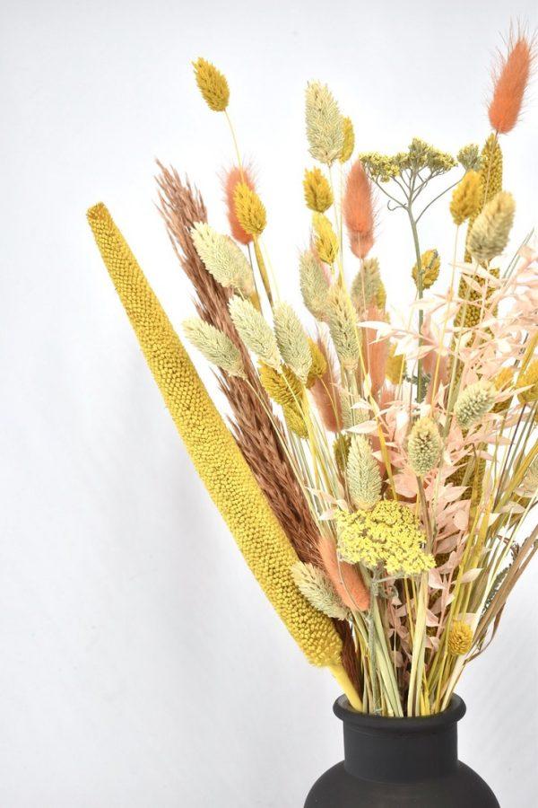 droogbloemen boeket met gele tinten zoals vt wonen