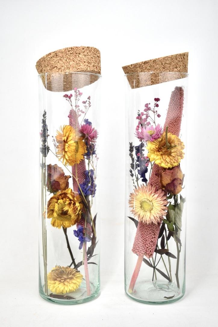 grote cilinder vol met droogbloemen