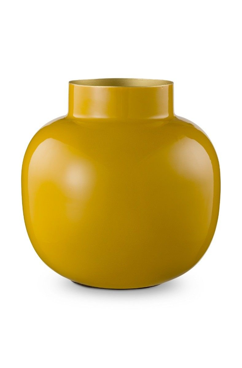 gele vaas voor op tafel