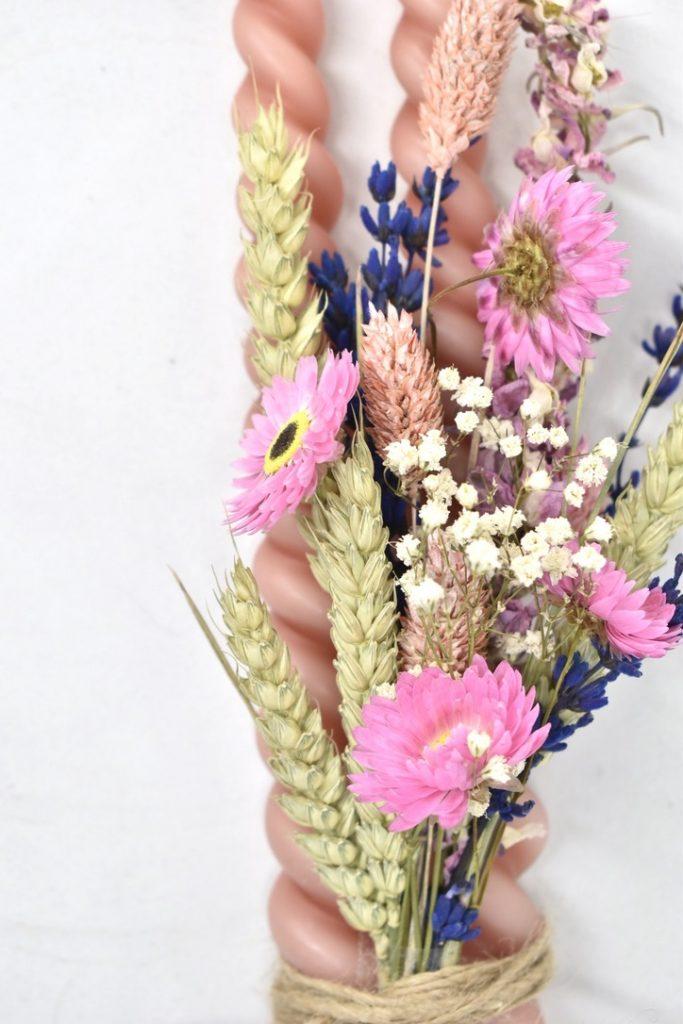 kaarsen en droogbloemen