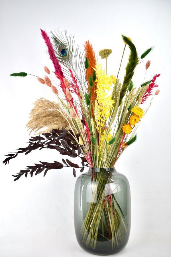 kleurrijk droogbloemen boeket met vaas