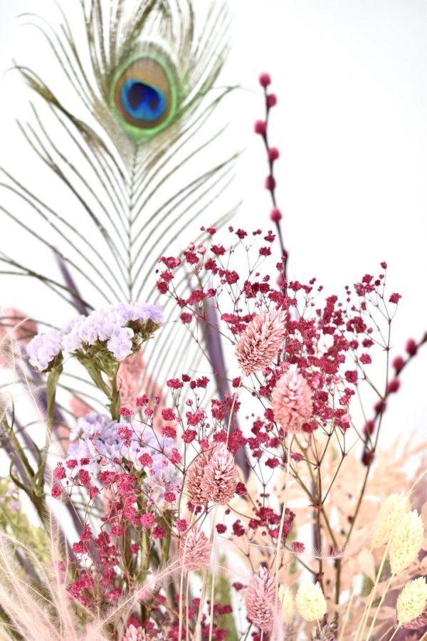 droogbloemen met pauwenveren