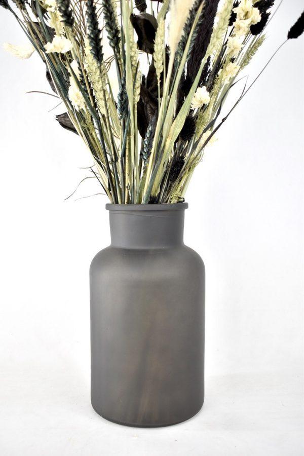 zwarte vaas met droogbloemen boeket