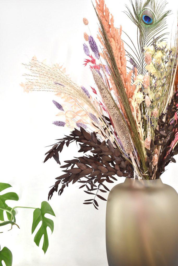 droogbloemen boeket met oud roze kleuren