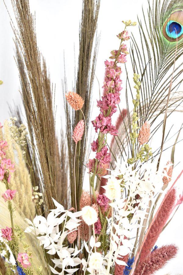 delphinium in droogbloemen boeket